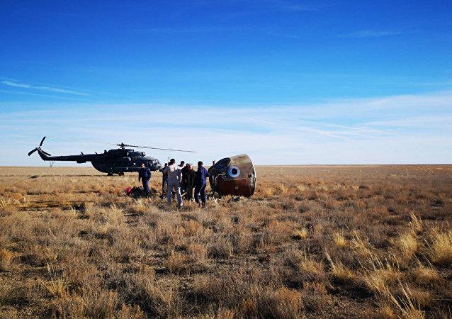 La capsule du Soyouz MS-10 s'est posée non loin de la ville kazakhe de Jezkazgan