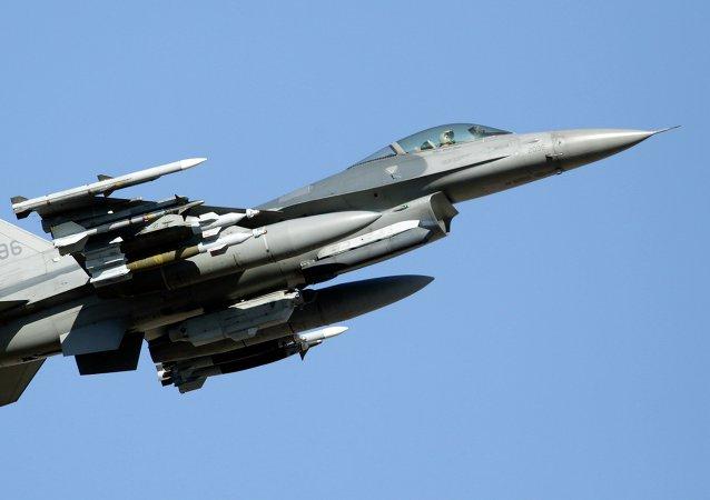 Un F-16