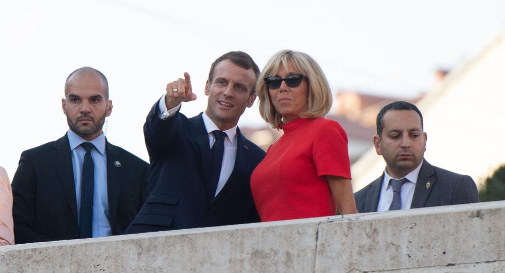 Macron joue la sécurité après la montre — Remaniement