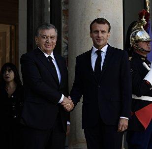 Emmanuel Macron et Chavkat Mirzioïev