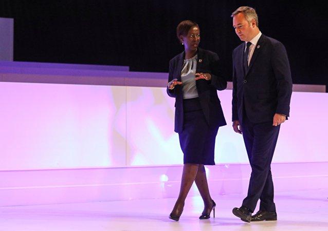 Jean-Baptiste Lemoyne et Louise Mushikiwabo