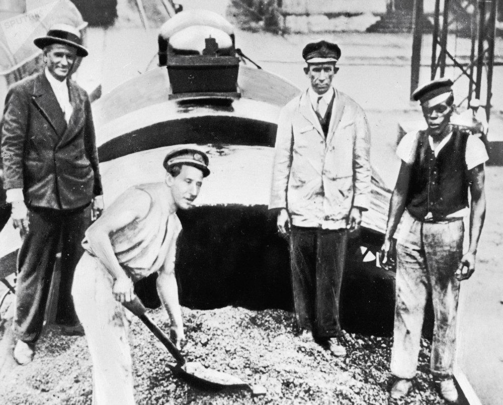 Des Argentins brûlent leur récolte de café pendant la Grande Dépression de 1929-1933