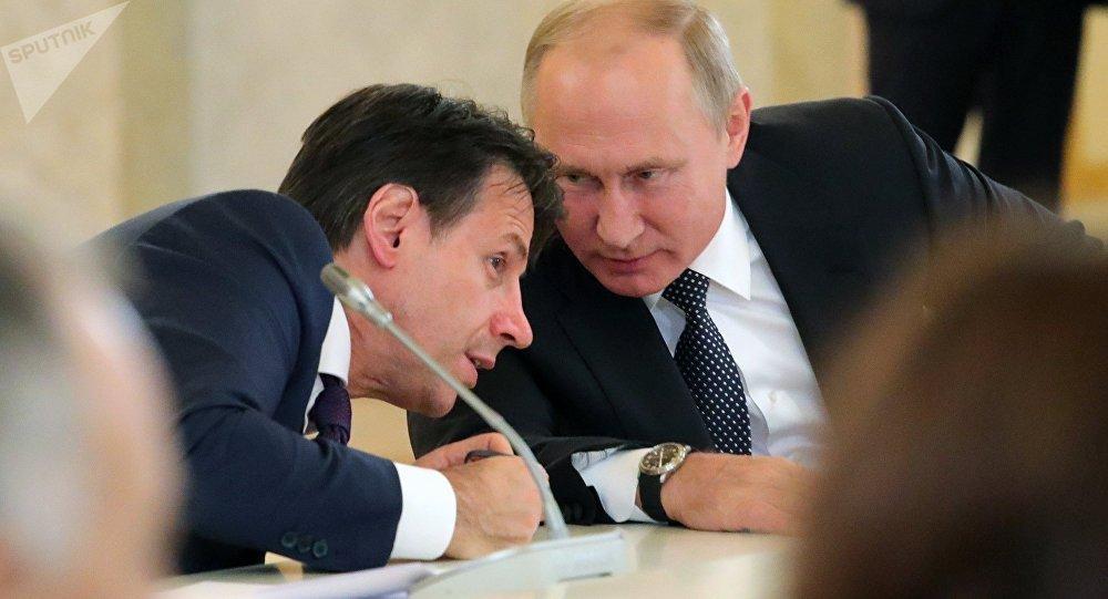 Vladimir Poutine et Giuseppe Conte