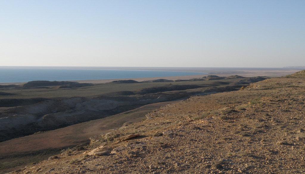 La partie méridionale de la Grande mer d'Aral en Ouzbékistan, mai 2012