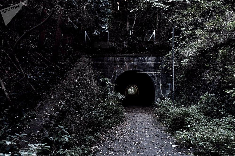 Le tunnel Komine