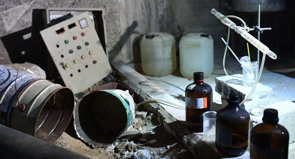 Laboratoire chimique de radicaux à Douma. Photo d'archive