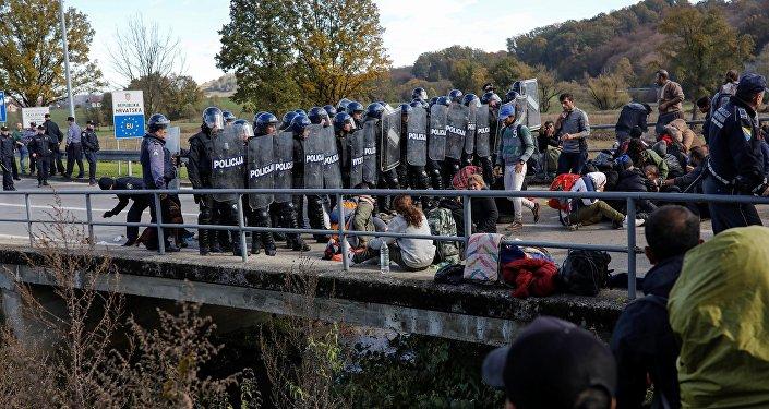 Migrants se concentrent à la frontière entre la Bosnie-Herzégovine et la Croatie, dans l'intention de pénétrer en Union européenne