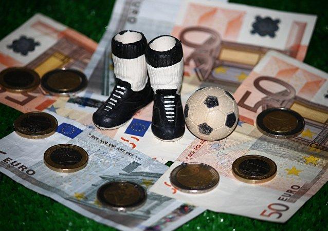 Le football et l'argent (image d'illustration)