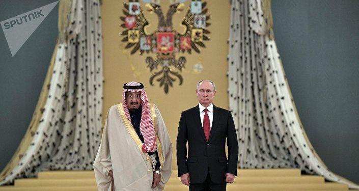 Vladimir Poutine et le roi saoudien Salmane ben Abdelaziz Al Saoud en Russie