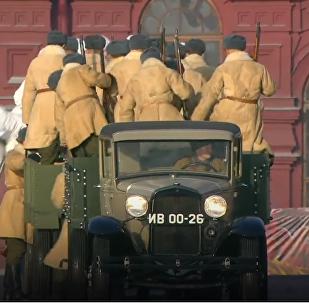 De la place Rouge au front: la reconstitution historique du défilé militaire de 1941