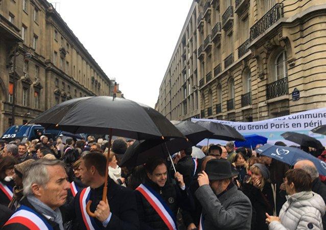 Manifestation de maires des collectivités locales d'Ile-de-France