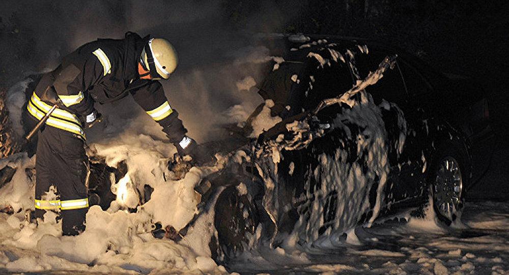 Voiture incendiée. Image d'illustration