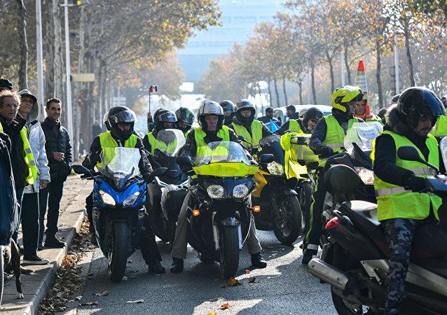 Des «gilets jaunes» tiennent leurs actions en France