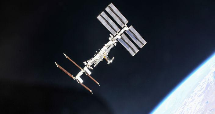 L'ISS largue dans l'espace le plus gros déchet de son histoire - Sputnik France