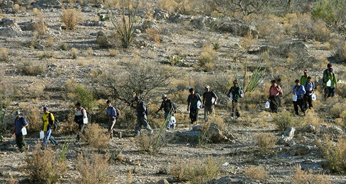 Des migrants essayant de pénétrer illégalement sur le territoire américain