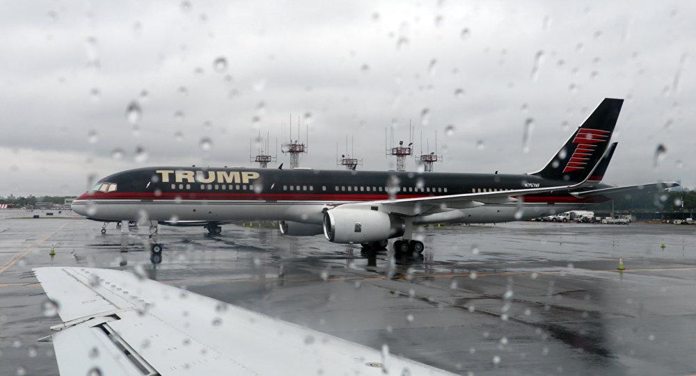 Le jet privé de Donald Trump dans l'aéroport de New York LaGuardia
