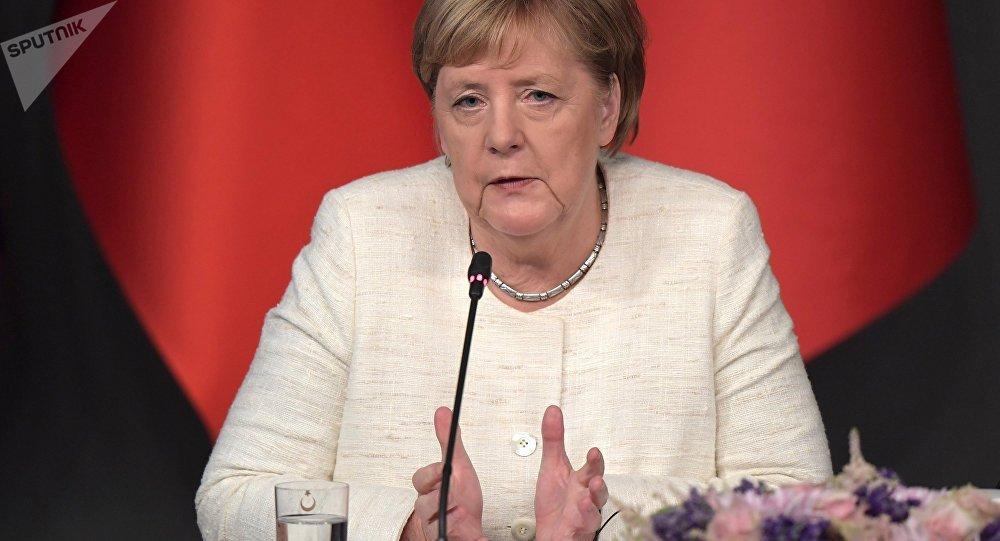 La piste criminelle envisagée après l'atterrissage d'urgence de l'avion de Merkel