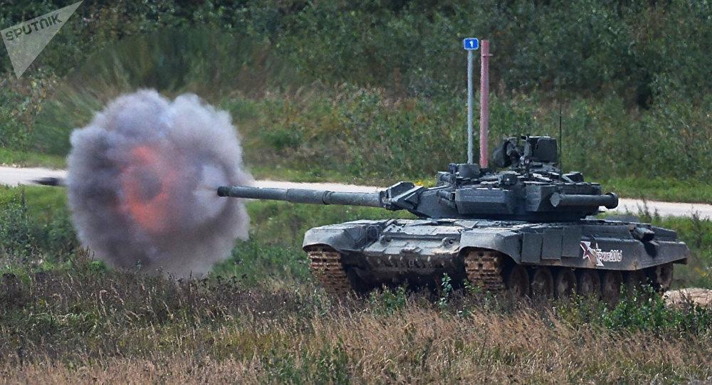 Un T-90 s'entraîne au tir réel