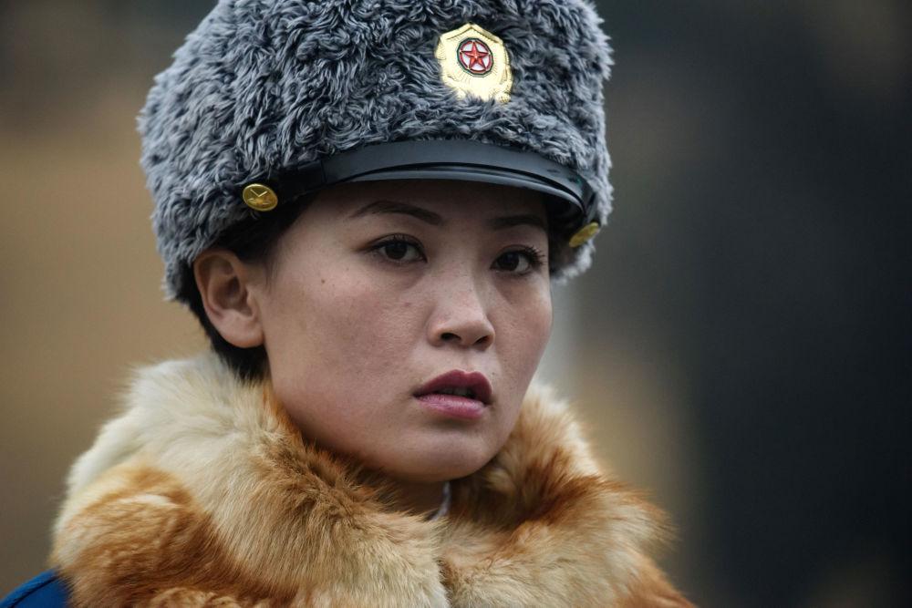Un agent de la police routière à Pyongyang, Corée du Nord.
