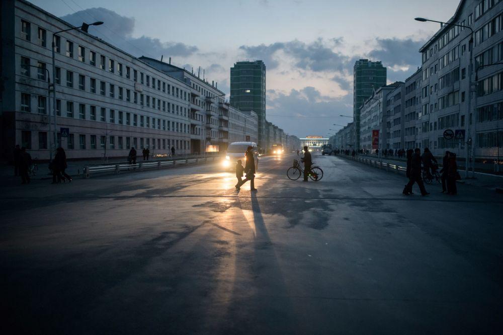 Dans une rue de la ville frontalière de Sinuiju, Corée du Nord.