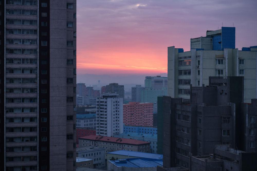 Le soleil se lève à Pyongyang, Corée du Nord.
