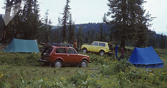 Les tout-terrain VAZ-2121 Niva lors des tests en Sibérie, 1977