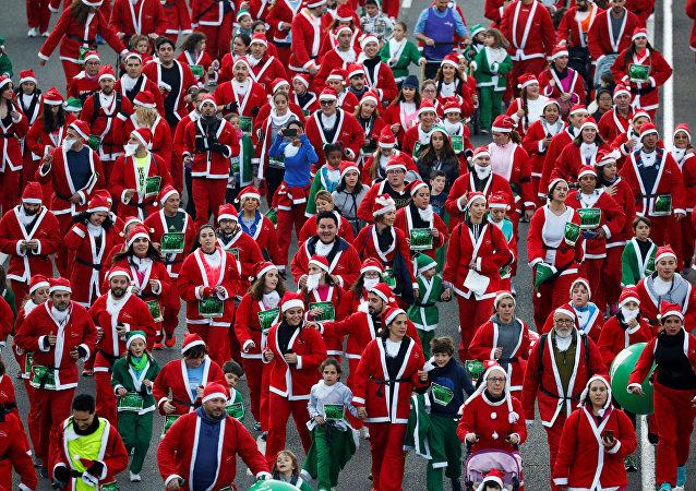 7.000 Pères Noël courent à Madrid pour soutenir la lutte contre le cancer