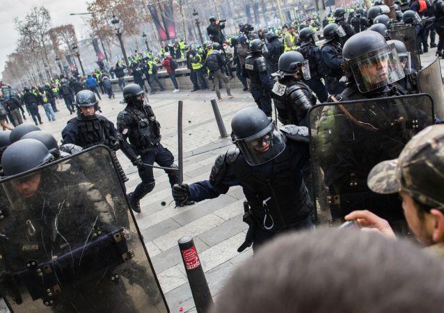 Les forces de l'ordre lors des manifestaions des Gilets jaunes
