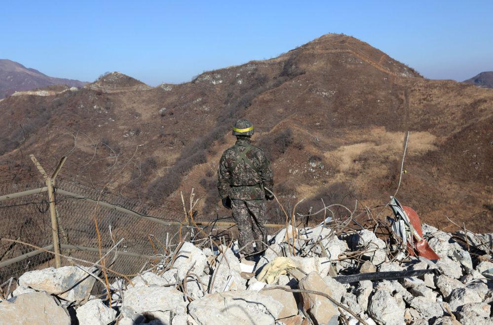 Les soldats des deux Corées ont pour la première fois passé librement la frontière