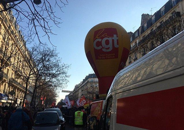 Le 14 décembre, des syndicats français, à côté des jeunes, manifestent à Paris contre la politique gouvernementale, Images d'illustration.