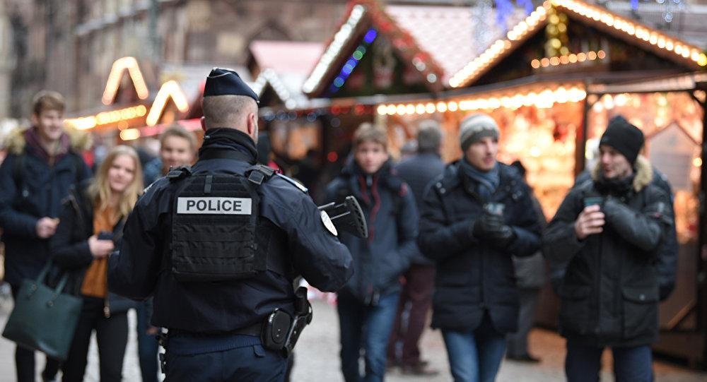 La police au marché de Noël de Strasbourg après la fusillade du 11 décembre 2018