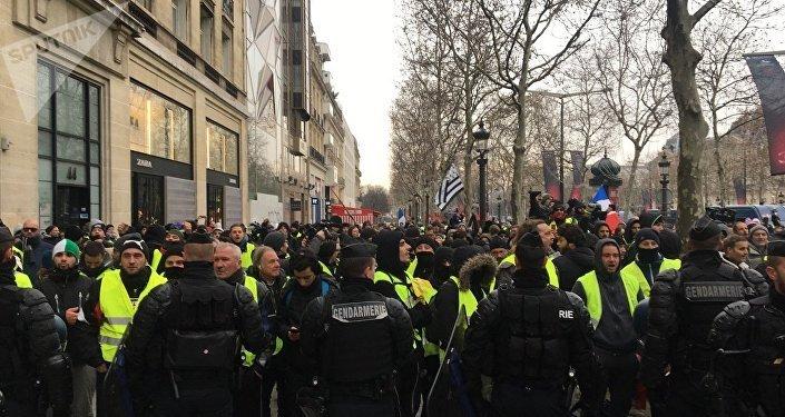 Des journalistes belges et français, cibles d'attaques des Gilets jaunes et de la police?