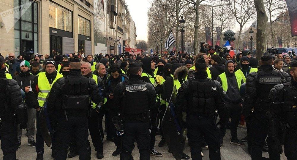 300 euros pour les «coups de matraques»? Le Net outré par une prime aux policiers (image d'illustration)