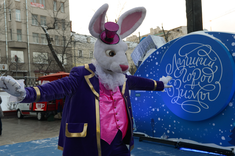 Le participant aux événements festifs à Moscou