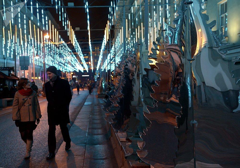 Installation artistique avec des miroirs, rue Bolshaya Dmitrovka à Moscou
