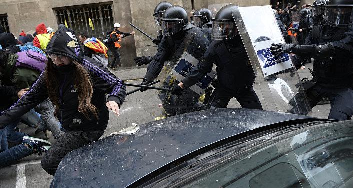 Heurts entre police et manifestants à Barcelone, le 21 décembre 2018