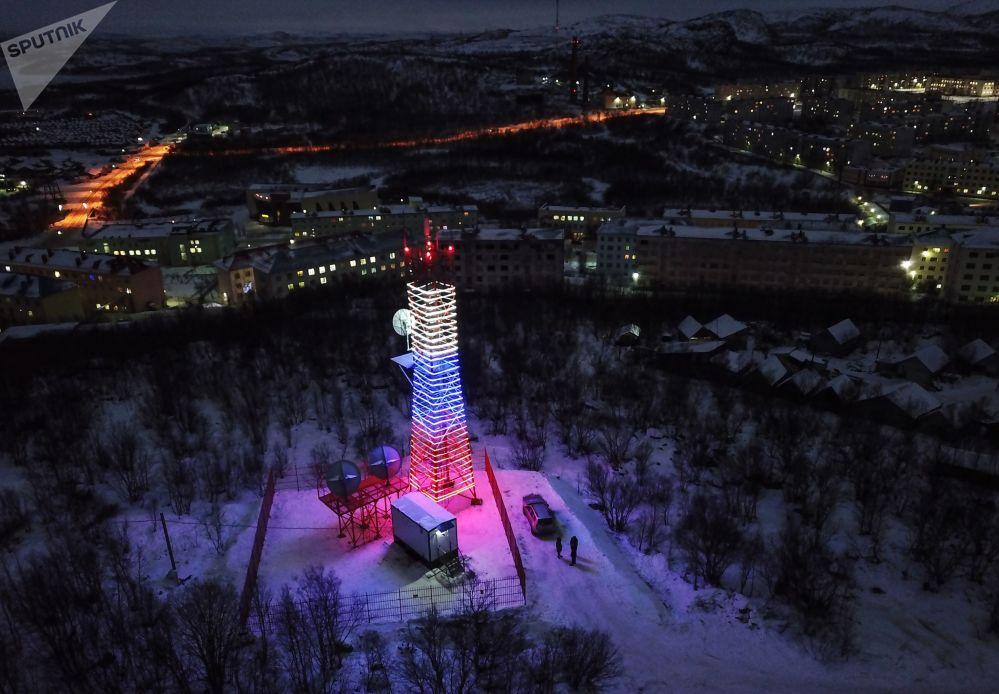 Tour de retransmission Oura dans l'agglomération de Vidiaïevo, dans la région russe de Mourmansk