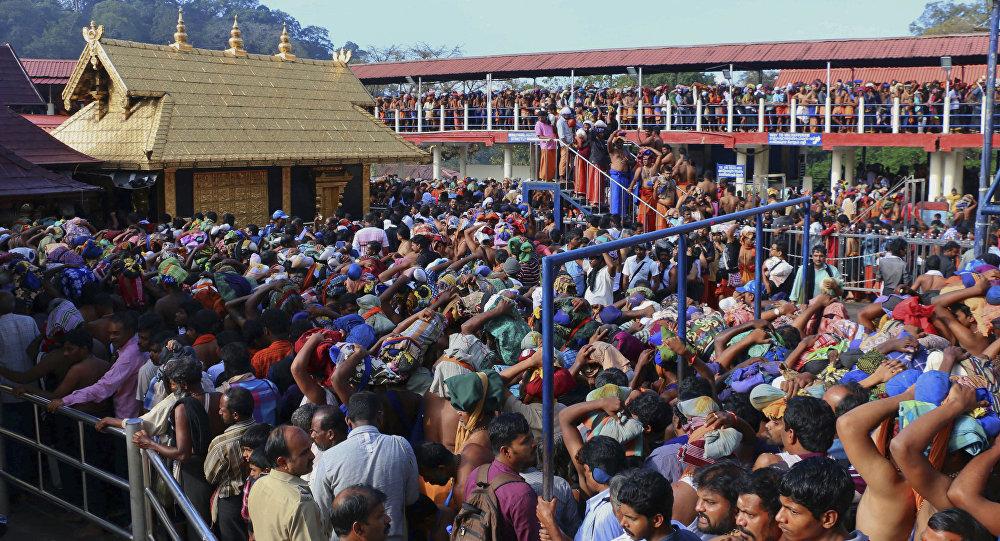 Pélérins dans un temple indien (Image d'illustration)