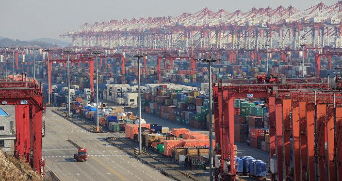 Des conteneurs au port chinois de Yangshan à Shanghaï (archive photo)