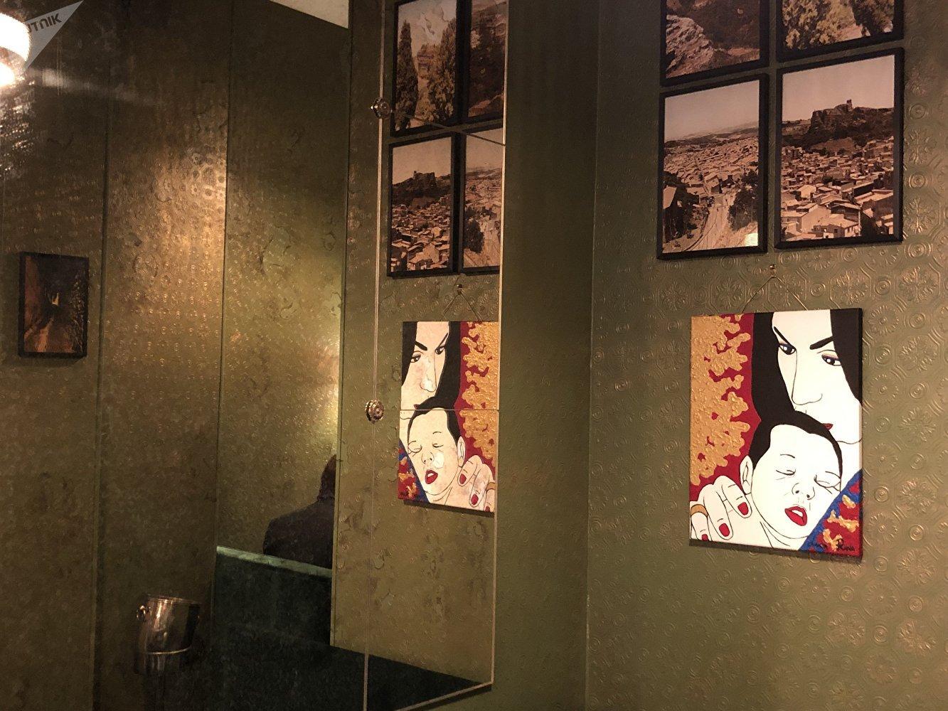 L'intérieur artistique du restaurant «Corleone by Lucia Riina»
