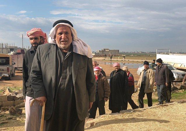 Des Syriens ayant emprunté le couloir humanitaire dans le gouvernorat d'Idlib (photo d'archives)