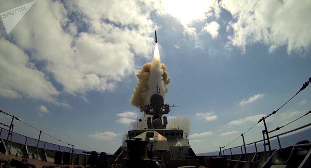 Tir de missiles de croisière russes Kalibr, image d'illustration
