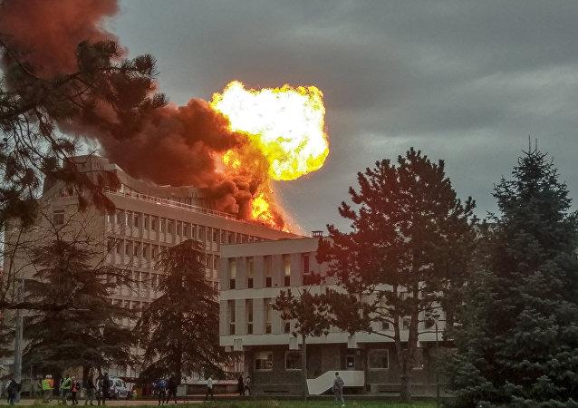 Fortes explosions et grand incendie à l'Université Lyon-I