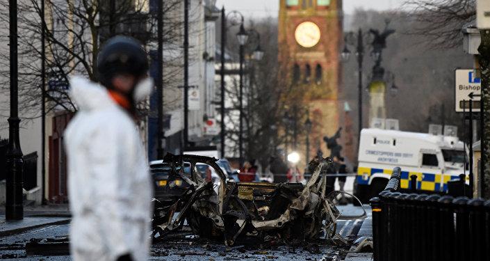 Une voiture a explosé samedi devant un tribunal de la ville de Londonderry, en Irlande du Nord.