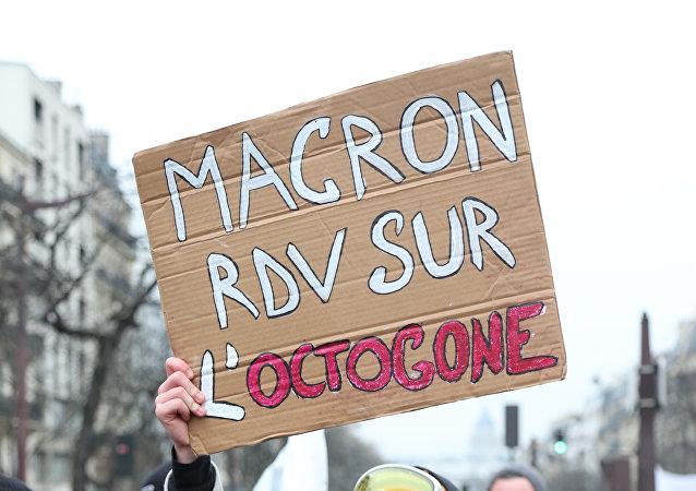 Vers une rencontre entre Macron et des Gilets jaunes?