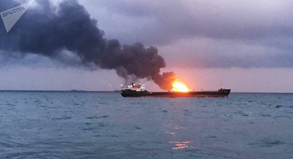Crimée: 20 marins présumés morts après l'incendie de deux navires | Europe