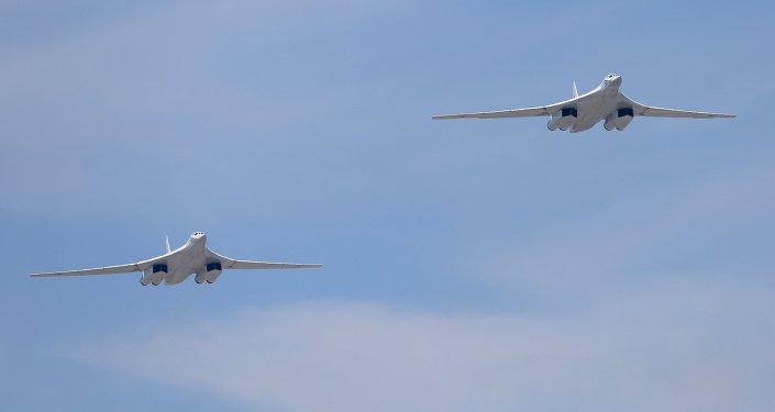 Deux Tu-160
