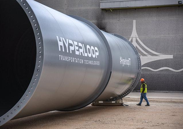 Tubes de la piste expérimentale d'Hyperloop Transportation Technologies (HTT) à Toulouse