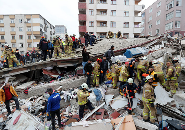 L'effondrement d'un immeuble de six étages à Istanbul
