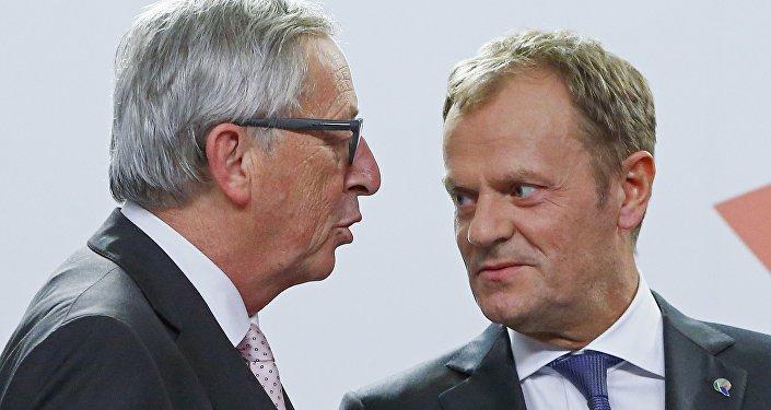 Le Président de la Commission européenne Jean-Claude Juncker et le président du Conseil européen Donald Tusk